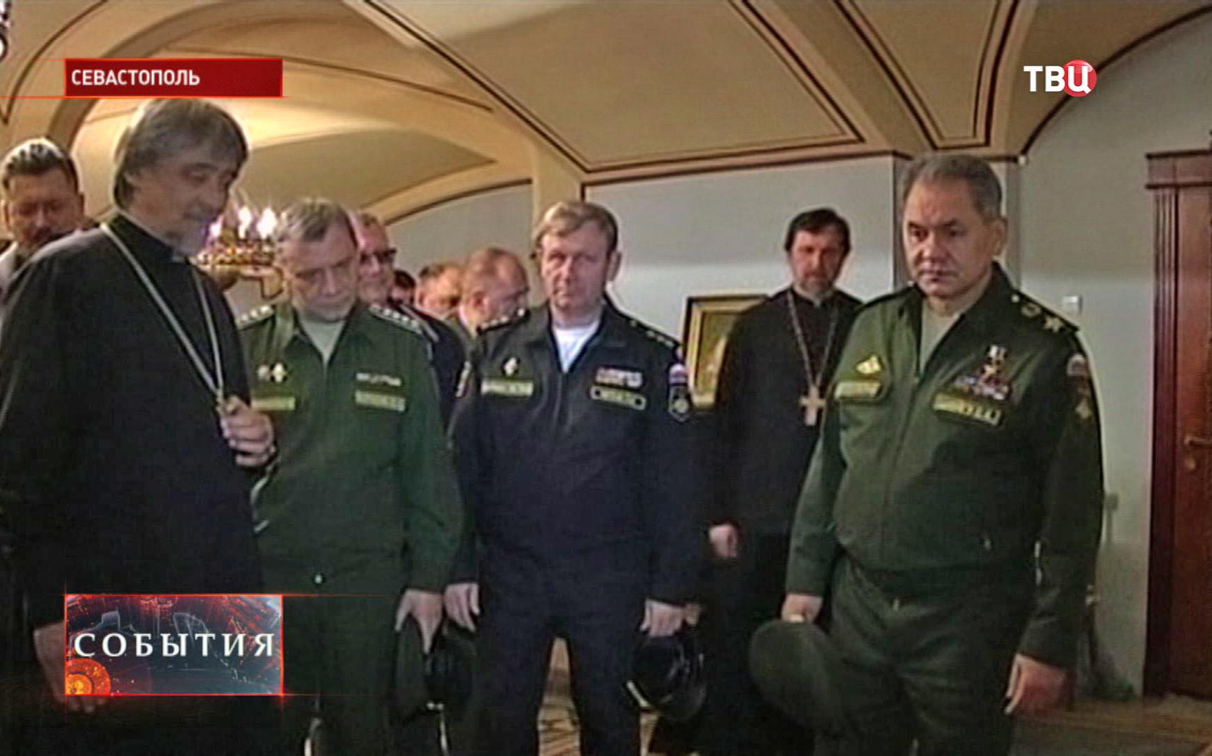 Сергей Шойгу посещает усыпальницу русских адмиралов в Севастополе
