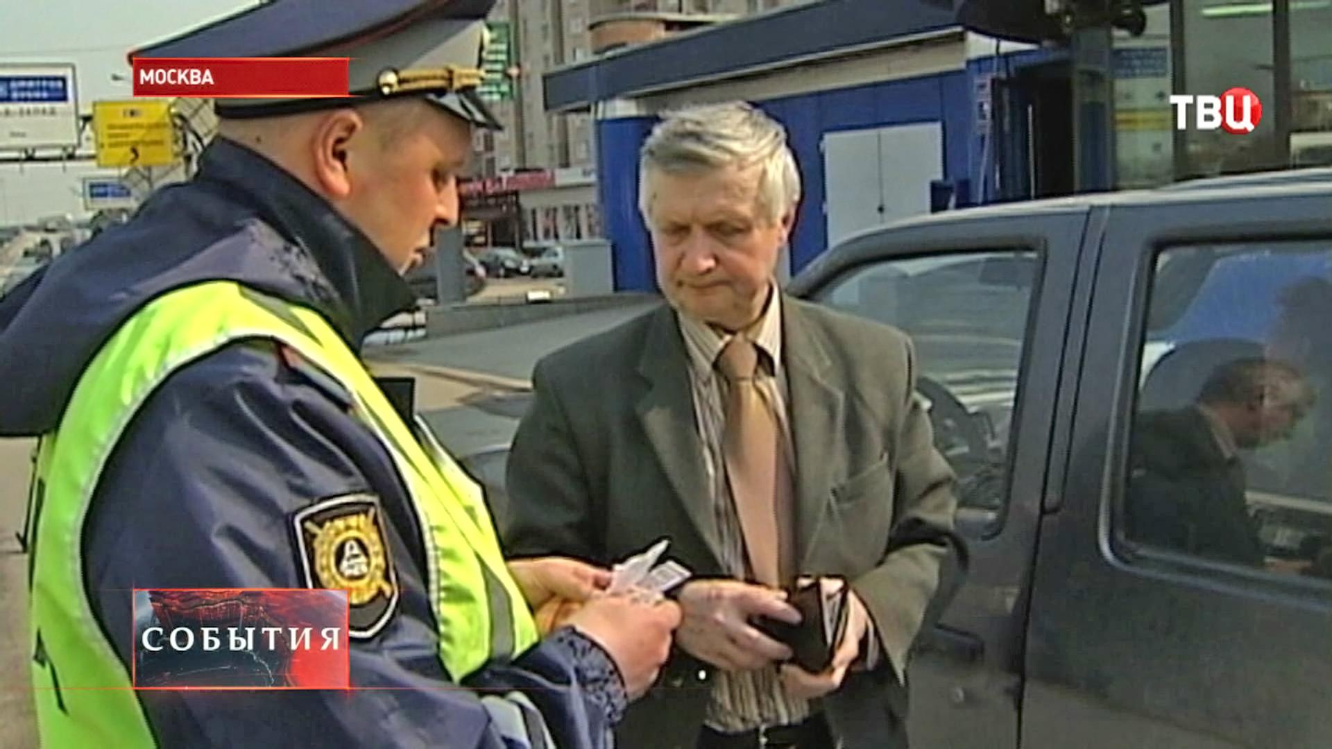 Инспектор ГИБДД остановил нарушителя ПДД