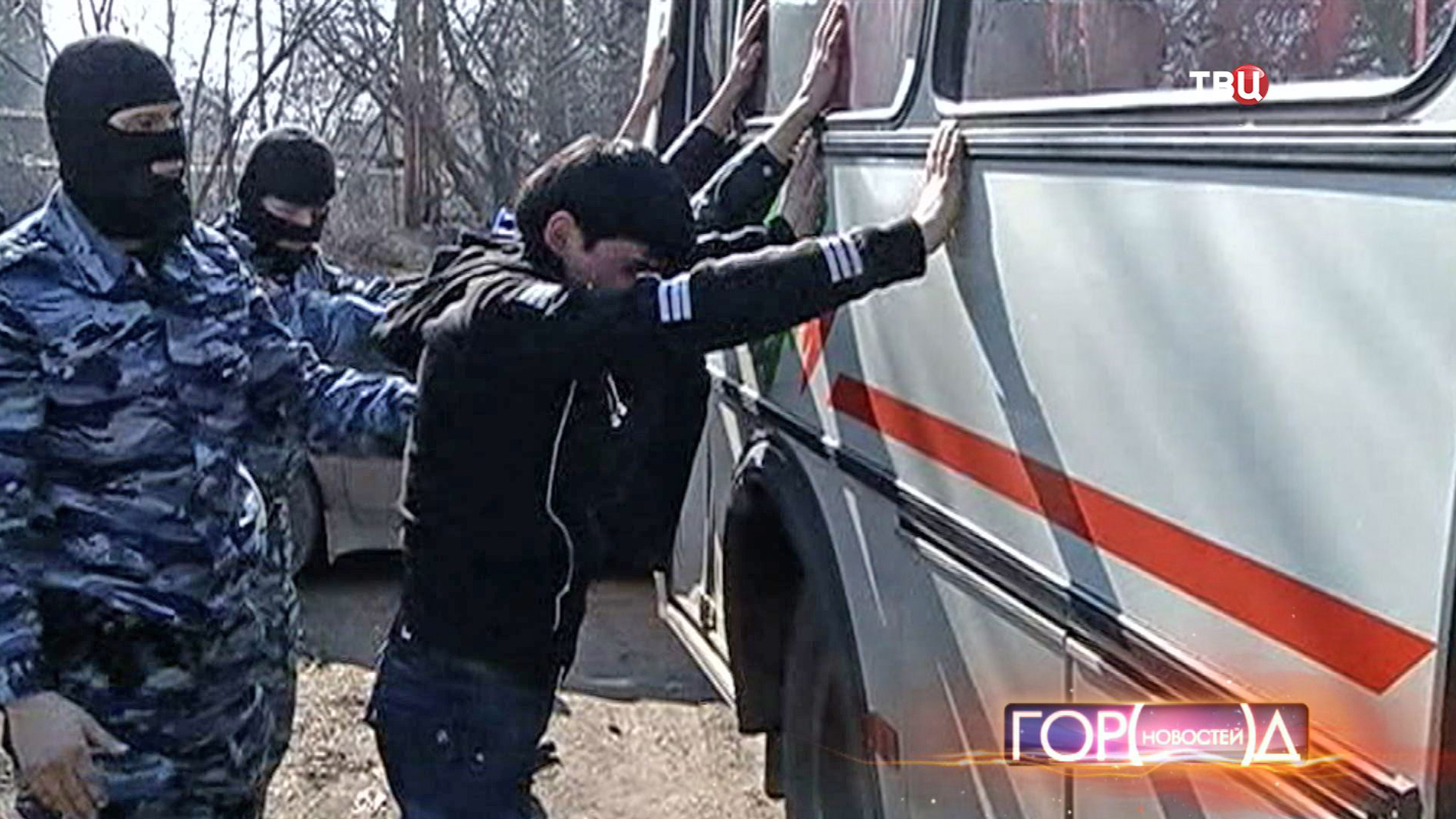 Полицейские проводят задержание