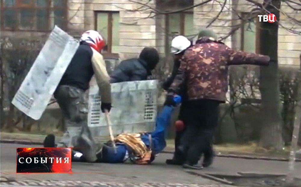 Пострадавшие при стрельбе во время уличных протестов в Киеве