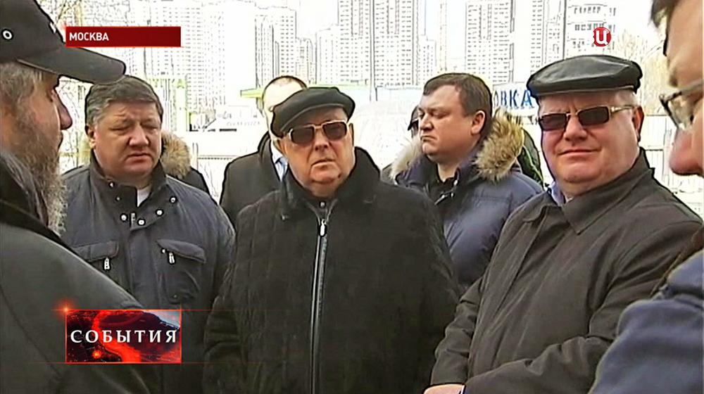 Cоветник мэра и патриарха Владимир Ресин посетил строительство храма