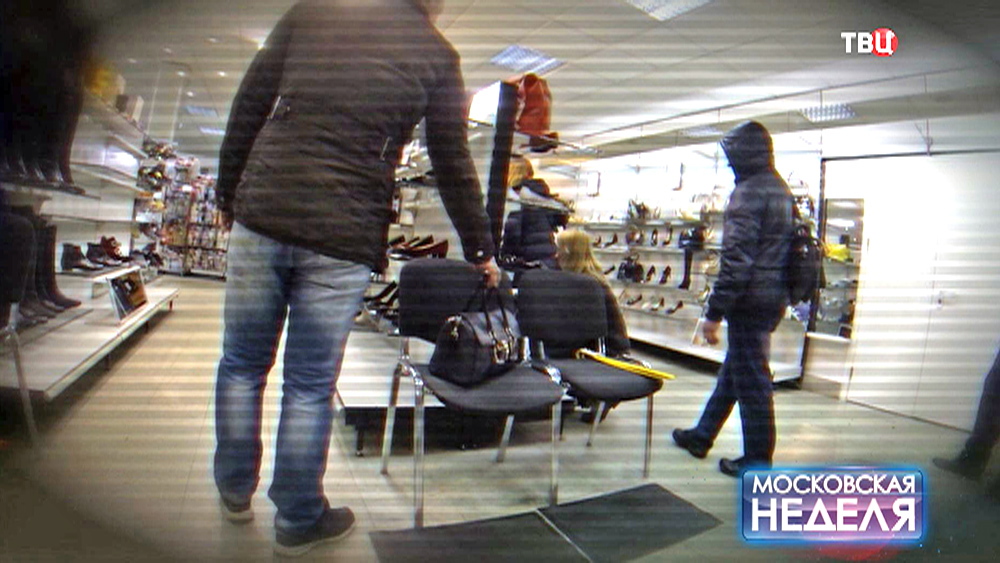 Вор крадёт сумку