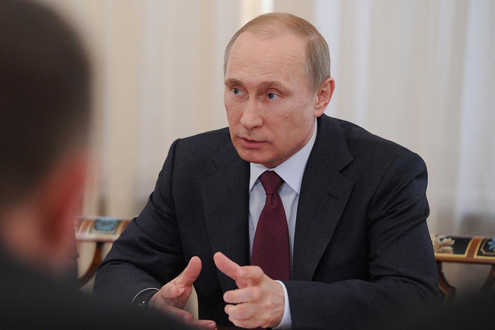 Владимир Путин во время совещания по импортозамещению продукции