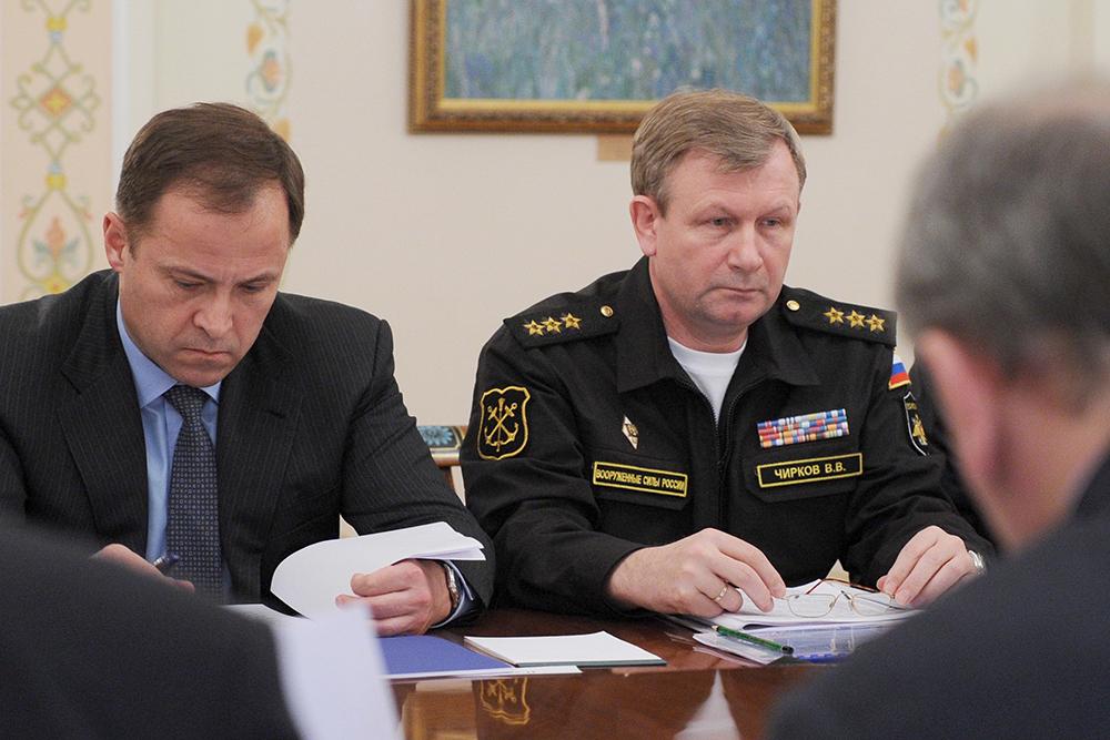 Генеральный директор Объединенной ракетно-космической корпорации Игорь Комаров и главнокомандующий ВМФ России адмирал Виктор Чирков