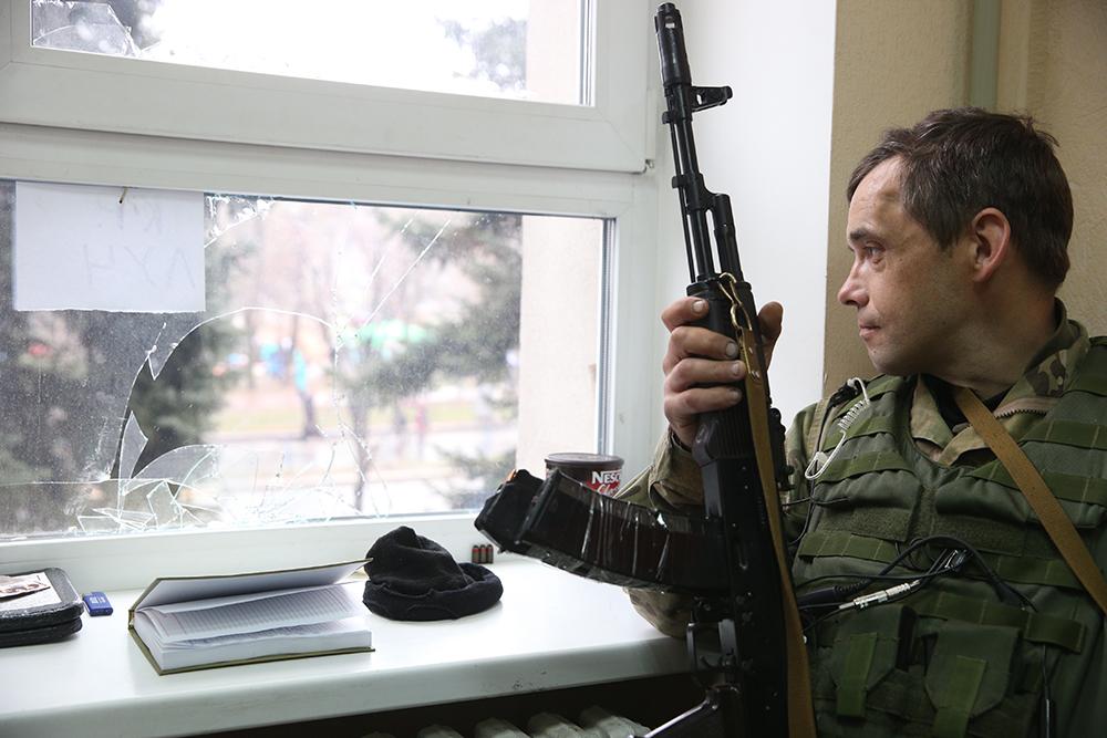 Сторонник проведения референдума о статусе Луганской области в захваченном здании СБУ