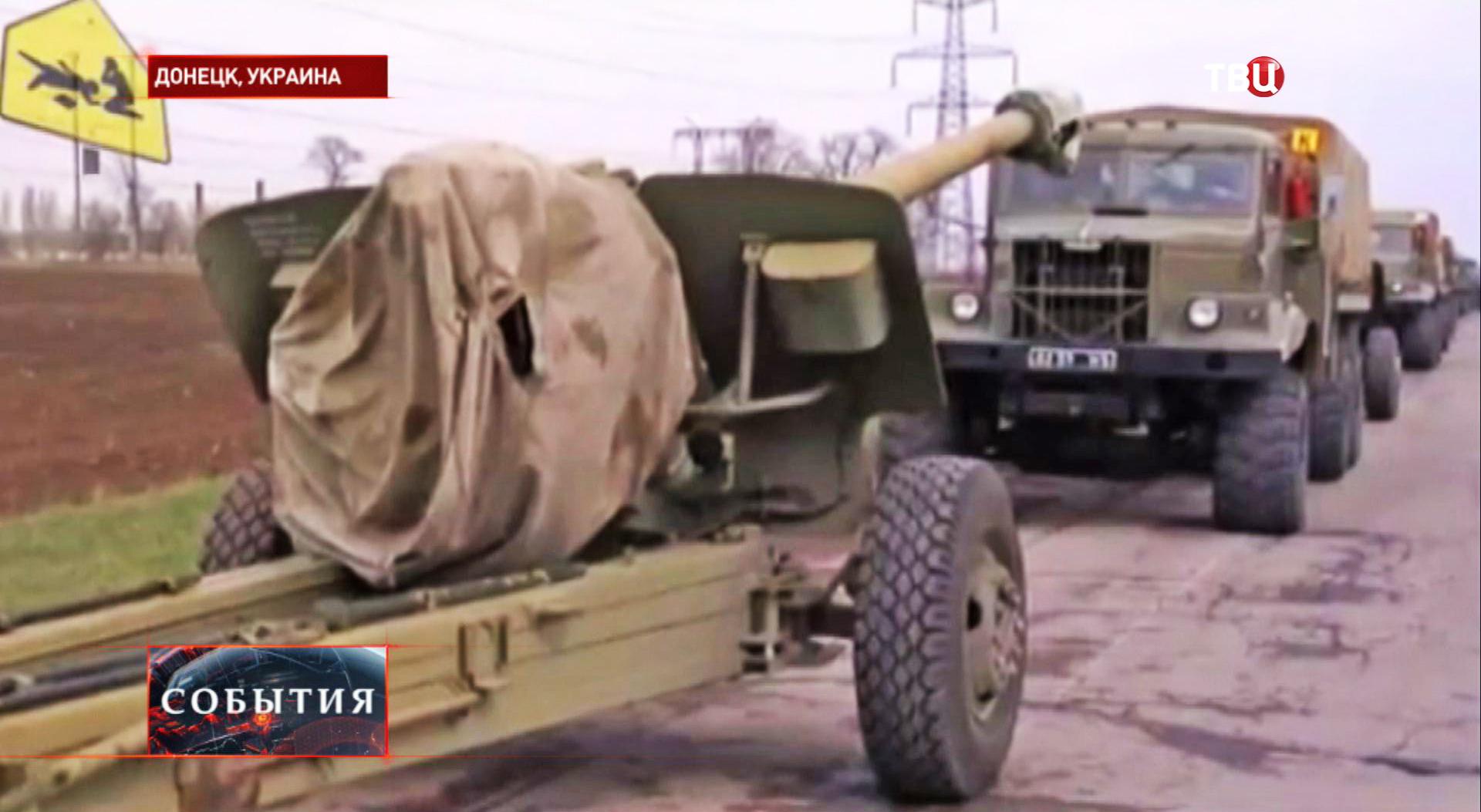 Колонна военной техники в пригороде Донецка