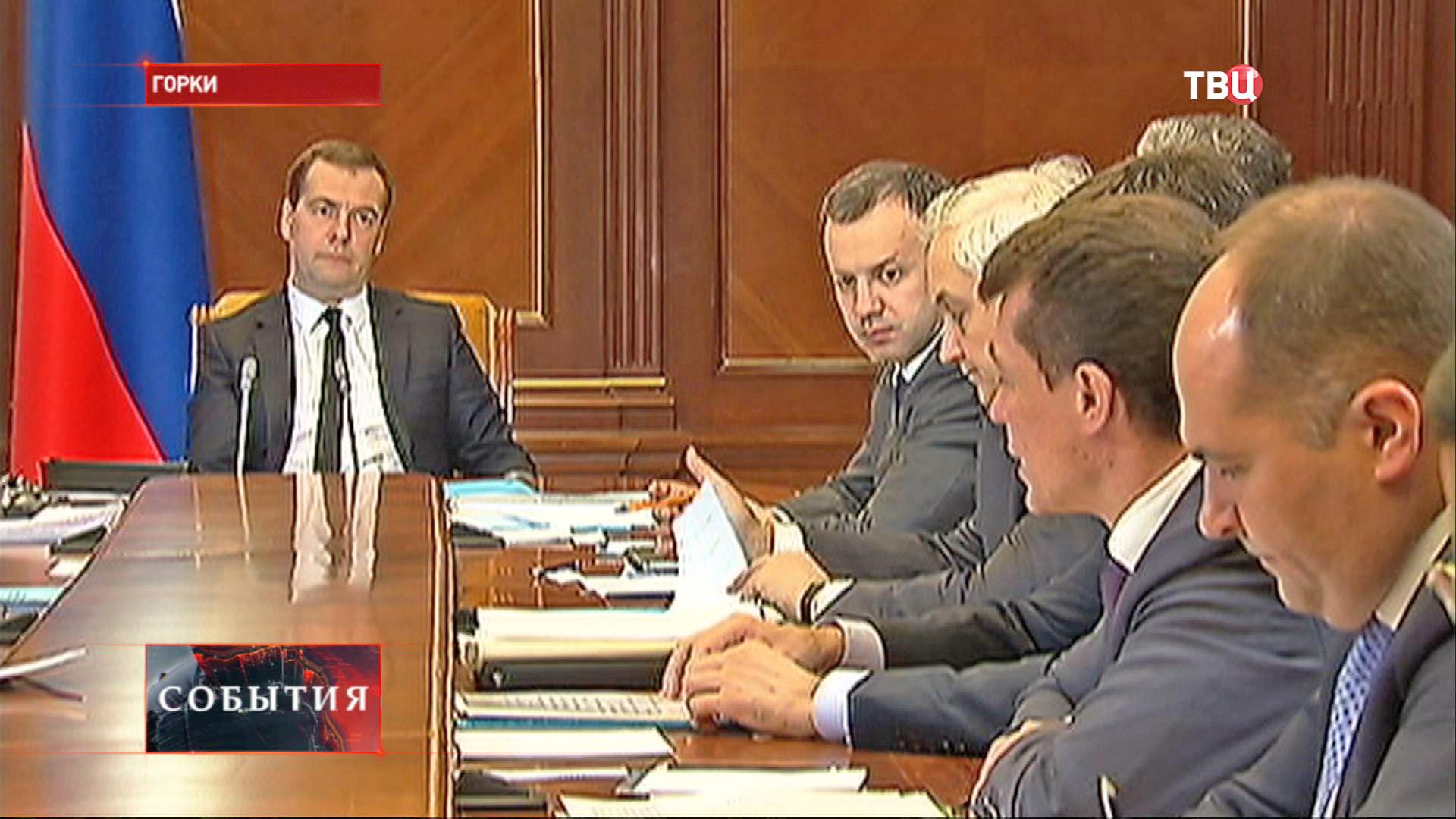 Дмитрий Медведев на совещании правительства
