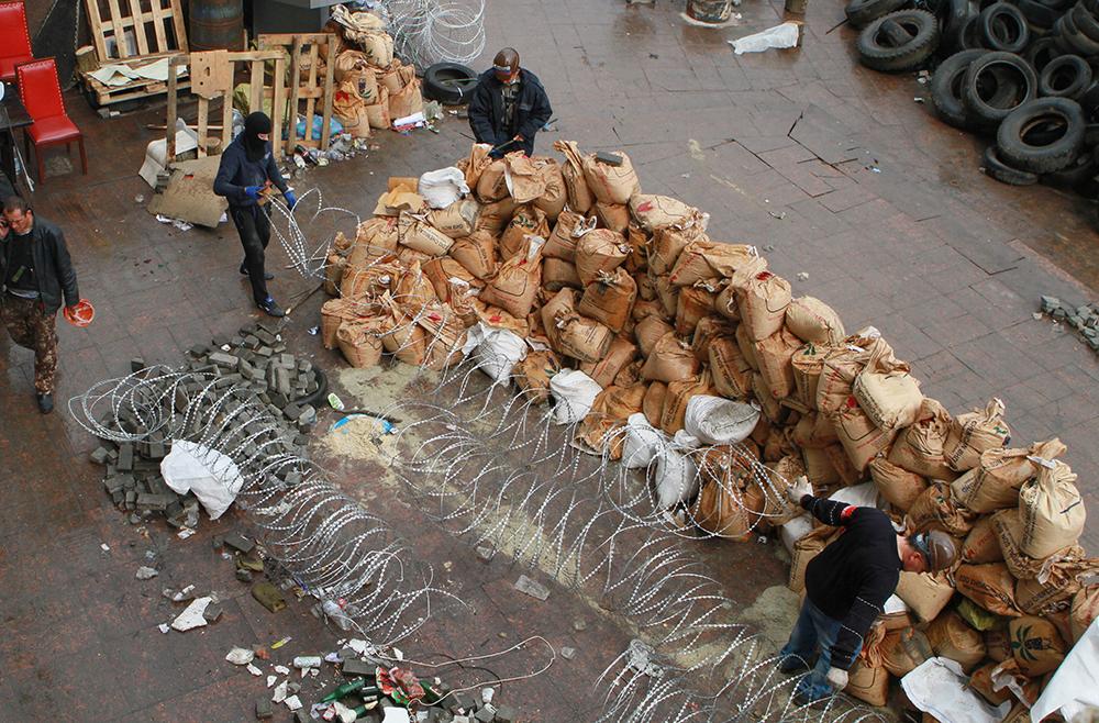 Строительство баррикад в Донецке