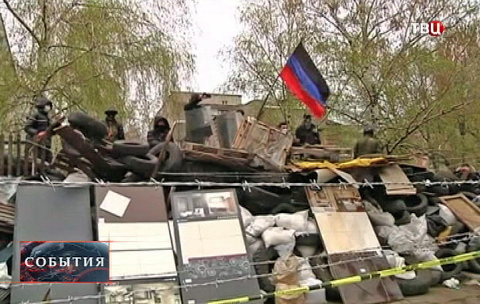 Протестующие юго-востока Украины возводят баррикады