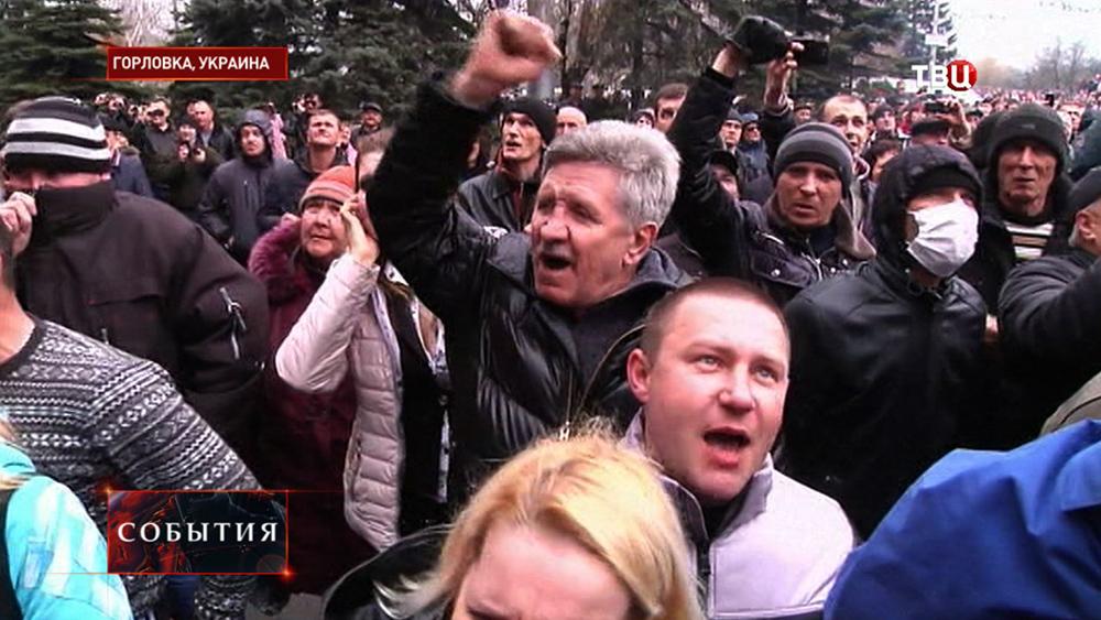 Протестующие в Горловке у здания горотдела милиции