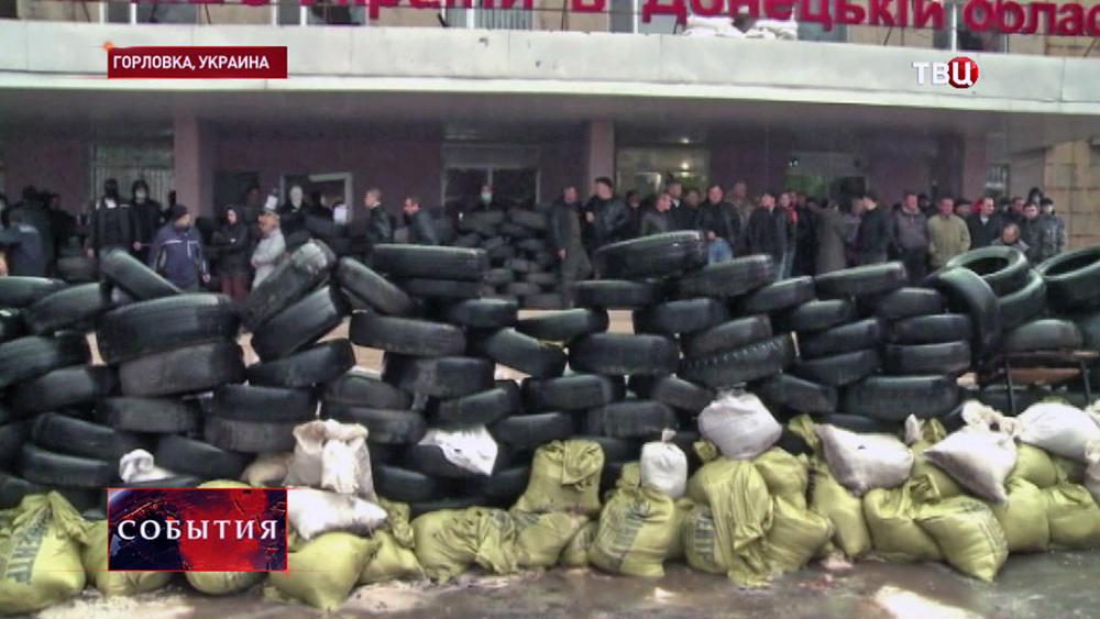 Баррикады у здания горотдела милиции в Горловке