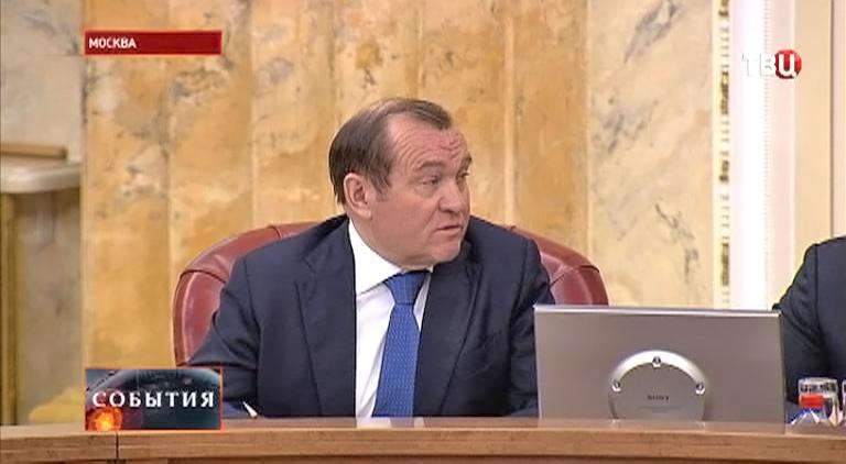 Заммэра по вопросам ЖКХ и благоустройства Петр Бирюков