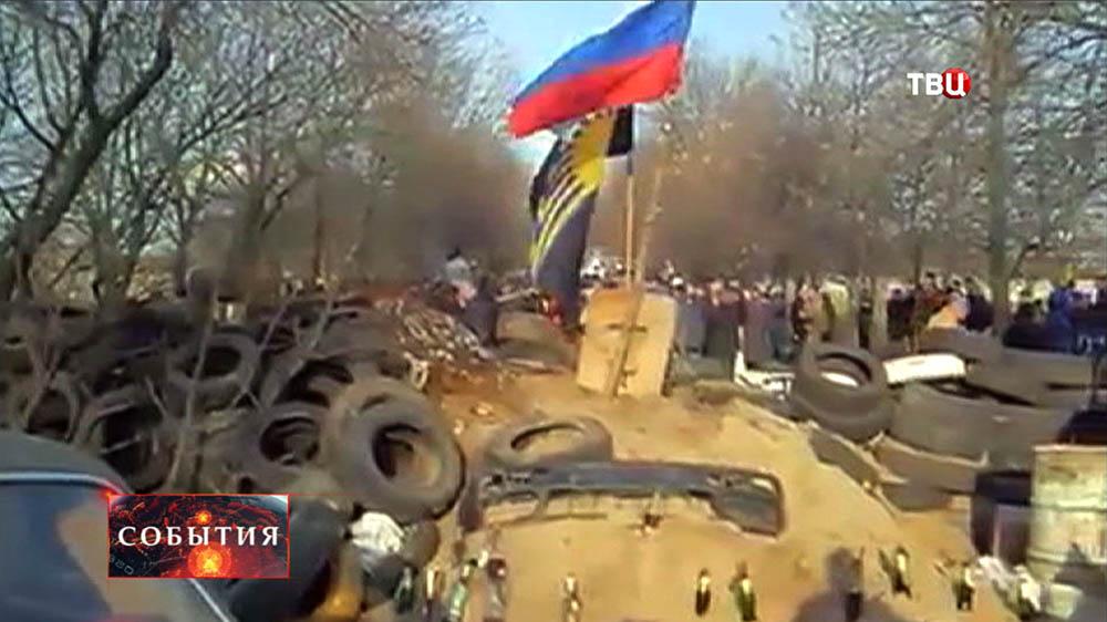 Ополченцы возводят баррикады на подъезде к Краматорску