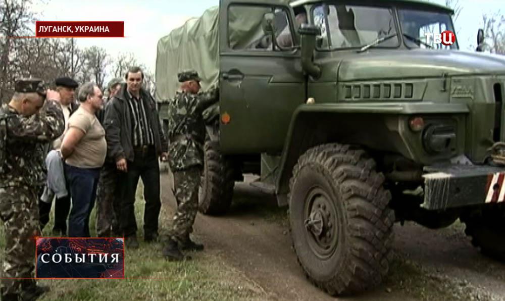 Ополченцы в Луганске остановили военную технику
