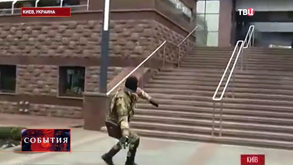 """Радикалы """"Правого сектора"""" у здания апелляционного суда Киева"""