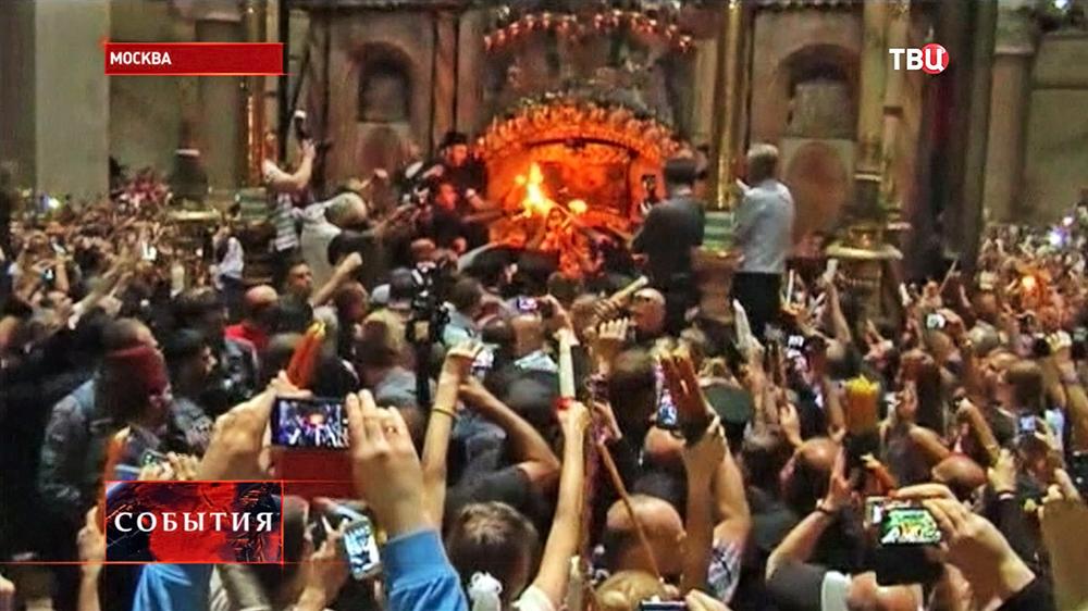Схождении Благодатного огня в Храме Гроба Господня в Иерусалиме
