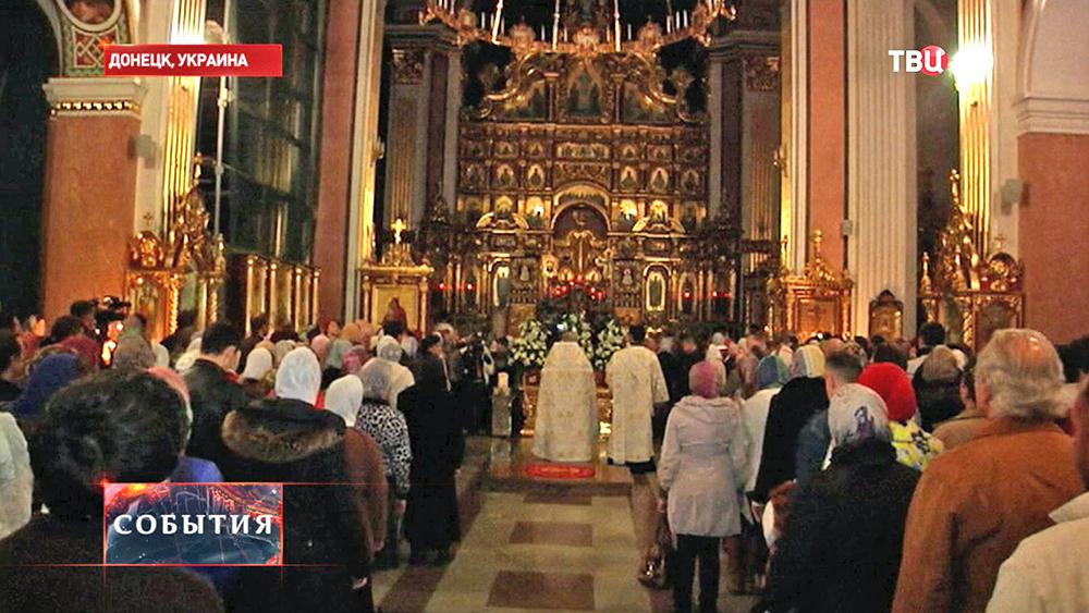 Пасхальное богослужение в храме в Донецке