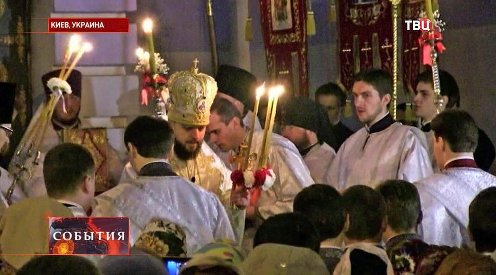 Пасхальное богослужение в храме в Киеве