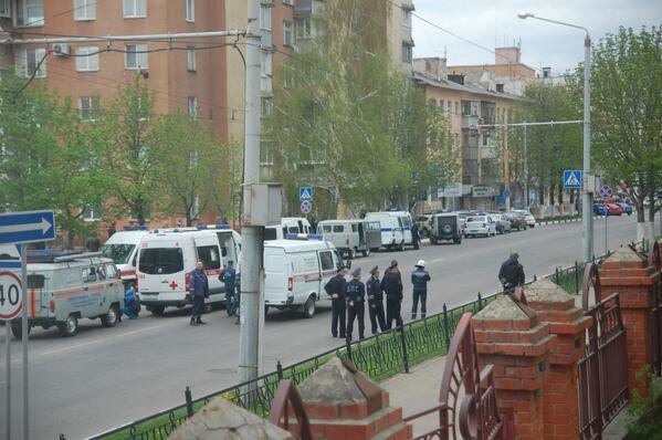 """Полиция около офиса банка """"Западный"""". Источник: Twitter, пользователь: Корнев @che0cafe"""