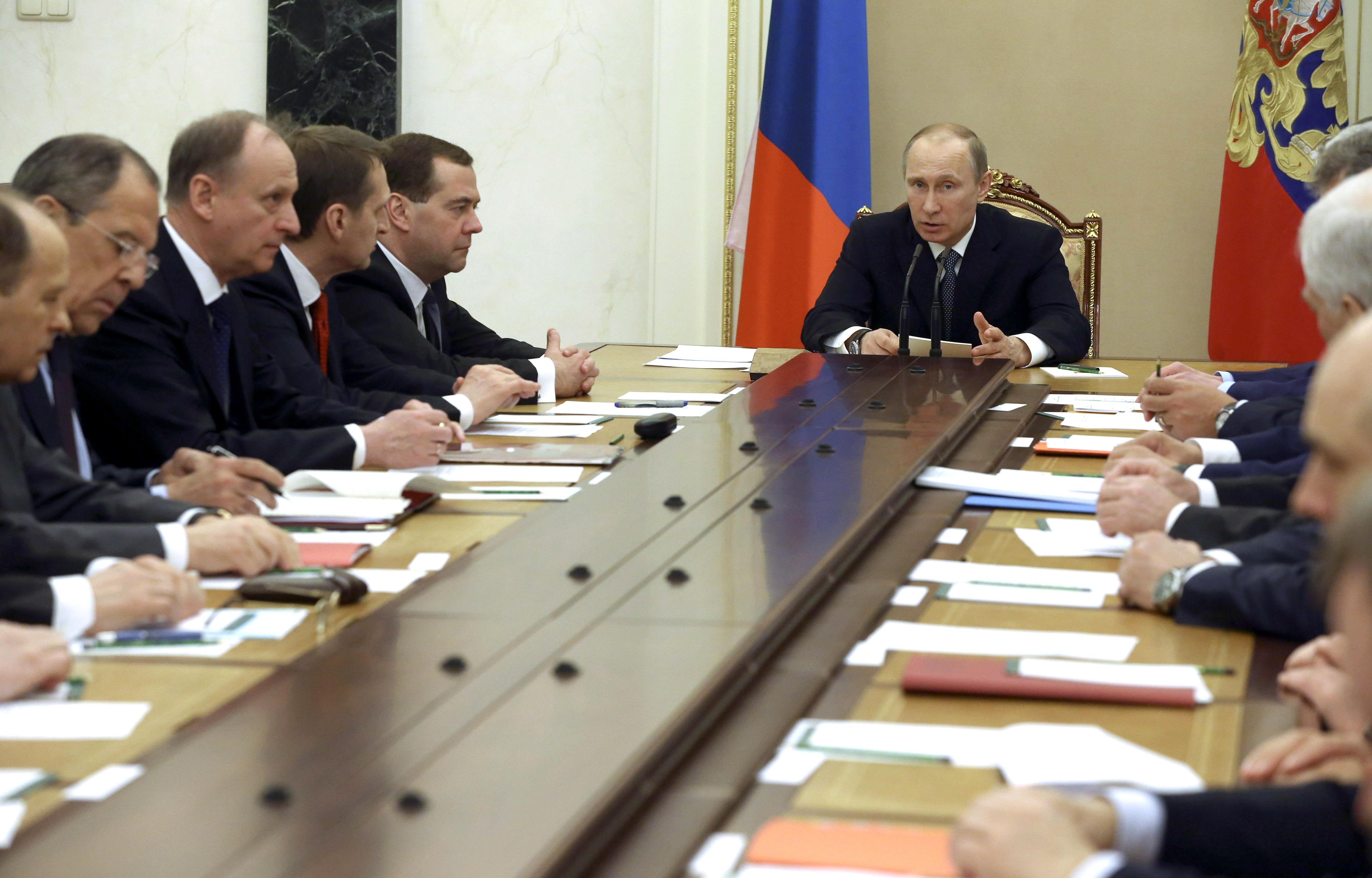 Владимир Путин на совещании с членами Совета безопасности России