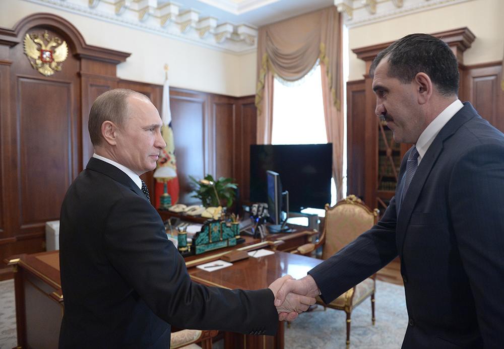 Президент России Владимир Путин и президент Ингушетии Юнус-Бек Евкуров во время встречи в Кремле