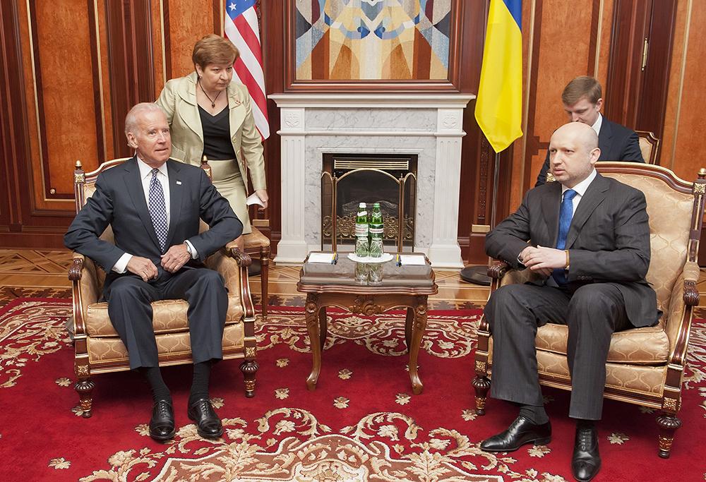 Вице-президент США Джо Байден и исполняющим обязанности президента Украины Александр Турчинов