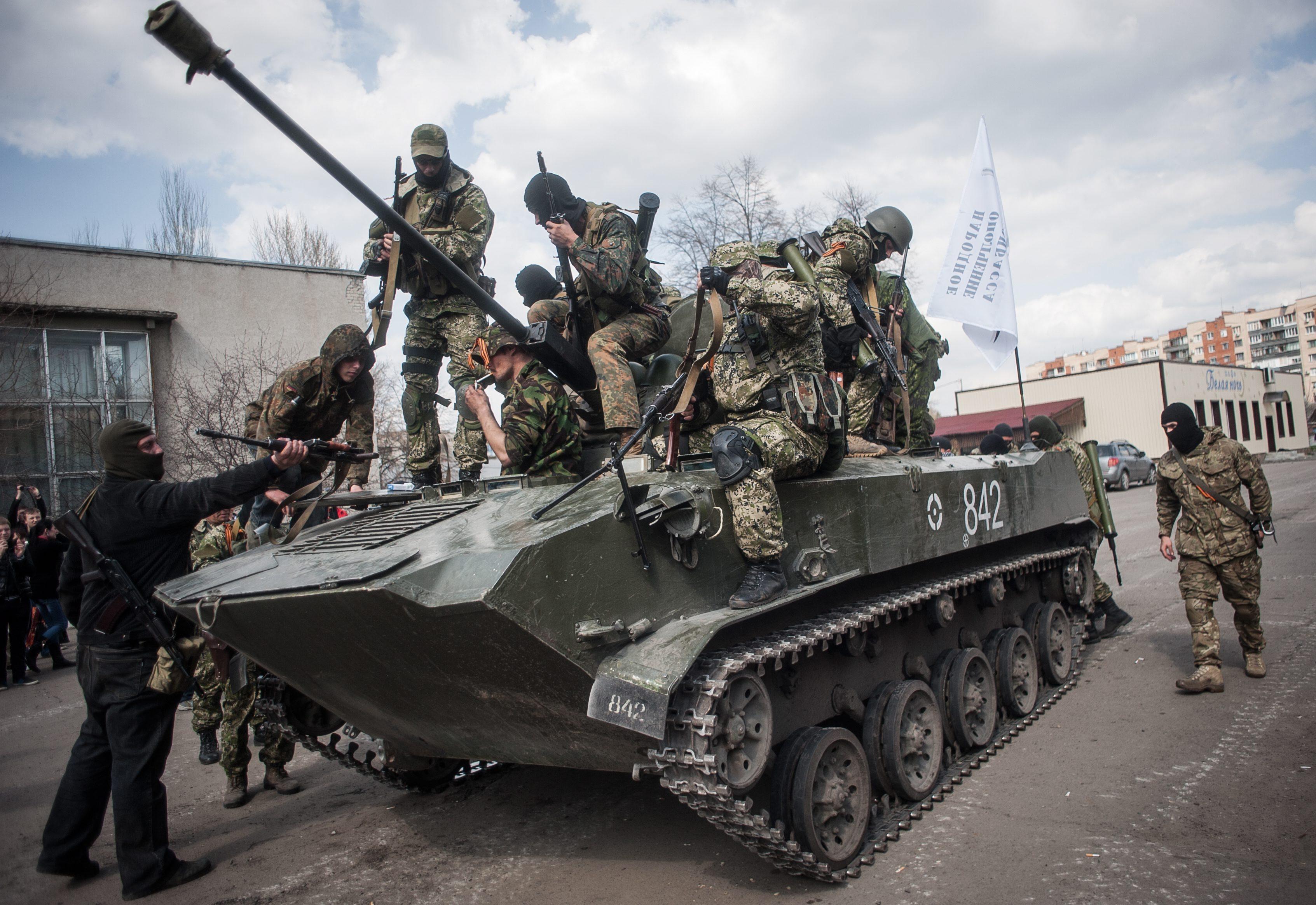 Представители самообороны в Славянске