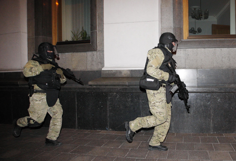 Военнослужащие во время тактико-специальных учений в Киеве