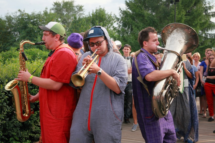 Участники Фестиваля шагающих оркестров