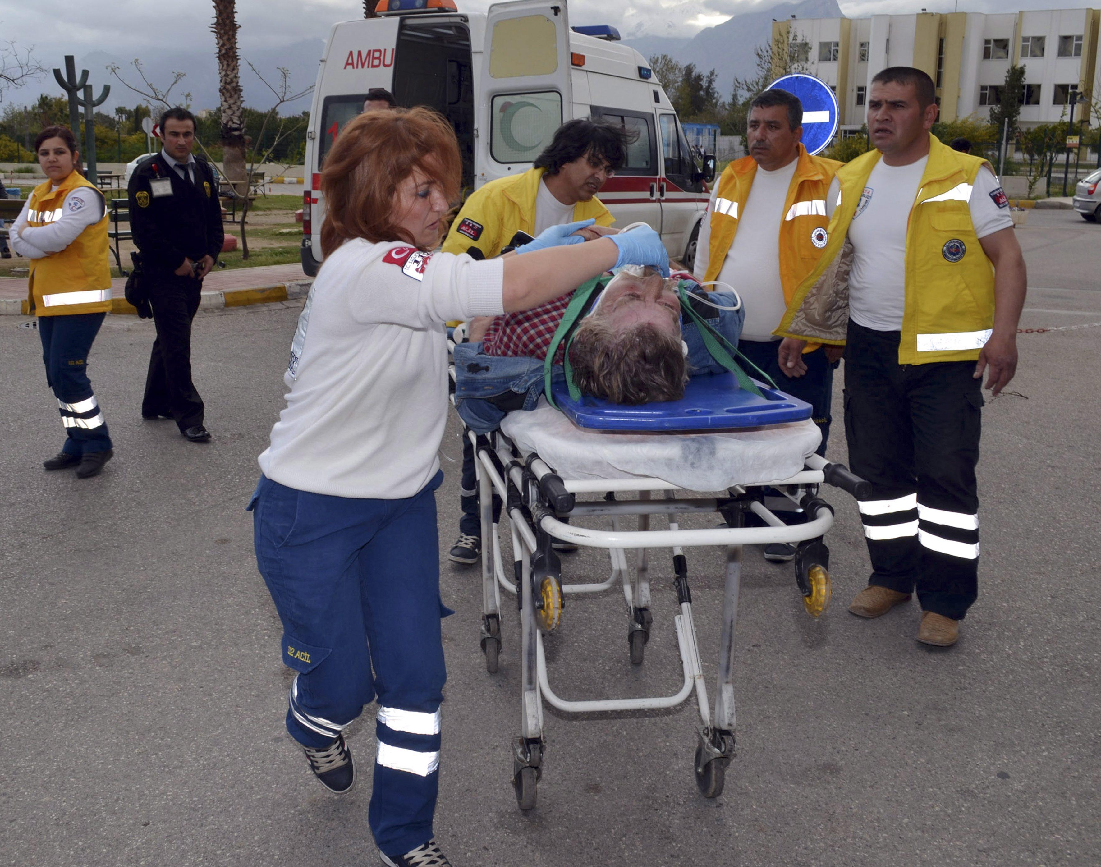 Пострадавшему в ДТП оказывают медицинскую помощь