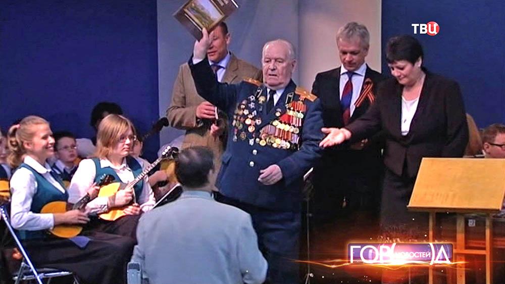 Врачи СЗАО поздравили ветеранов с наступающим Днем Победы