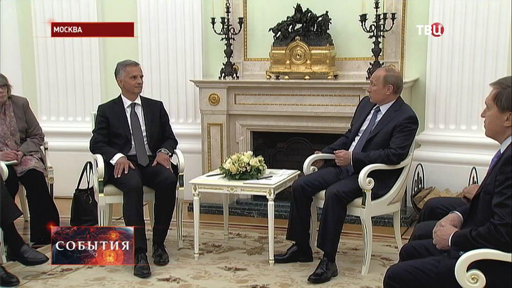 Президент России Владимир Путин и президент Швейцарии председатель ОБСЕ Дидье Буркхальтер