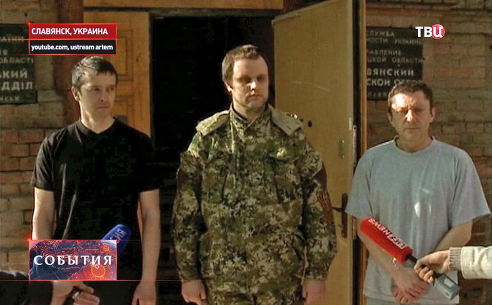 Освобожденные народный губернатор Донецкой области Павел Губарев и заместитель главы самообороны Славянска
