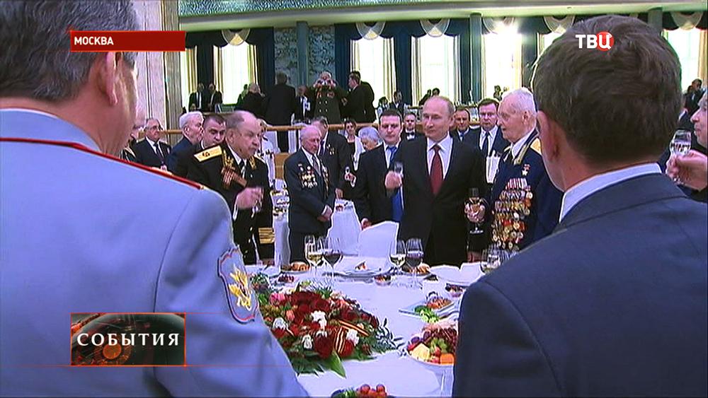 Владимир Путин поздравляет ветеранов Великой Отечественной войны
