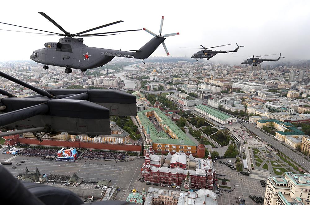 Пролёт боевых вертолетов над Красной площадью