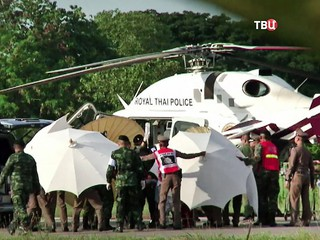 Эвакуация спасенных детей из пещеры в Таиланде