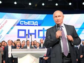 Владимир Путин выступает на съезде Общероссийского народного фронта (ОНФ)д