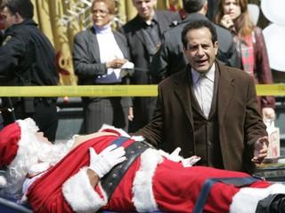 Мистер Монк. Мистер Монк и секретный Санта. Серия 9