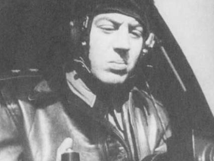 Что не поделили дети руководителей СССР – лётчики Леонид Хрущёв и Василий Сталин?
