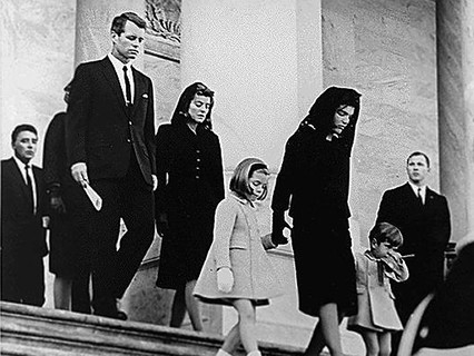 Могла ли Жаклин Кеннеди уберечь мужа от смертельного выстрела?