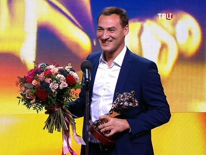 """Телеведущий ток-шоу """"Право голоса"""" Роман Бабаян получил ТЭФИ"""