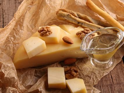 Чеддер, голландский, гауда: каким должен быть твёрдый сыр?