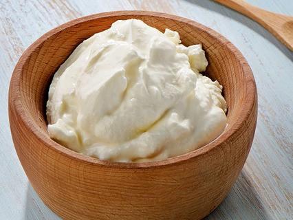 Сколько нужно съесть сметаны, чтобы замедлить старение кожи?