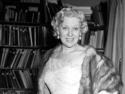 Как наследники распорядились гардеробом и драгоценностями актрисы Любови Орловой?
